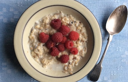 porridge with raspberries and mixed nuts