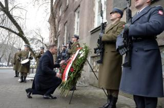 President Andrzej Duda lays wreath at memorial to Warsaw heroine Irena Sendler, 15 Feb 18