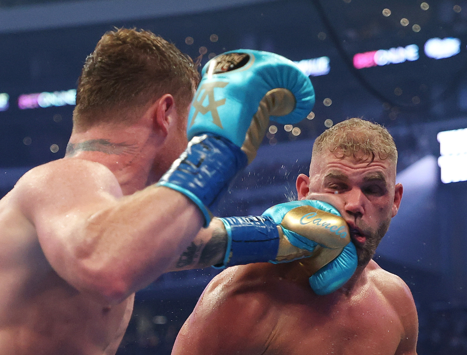 Saunders' corner had no option but to pull him out of the fight against Canelo